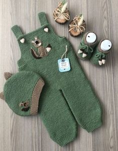 Super knitting baby romper hats ideas to help make the gardener baby pants Baby Knitting Patterns, Knitting For Kids, Baby Patterns, Start Knitting, Beginner Knitting, Baby Pullover, Baby Cardigan, Knit Baby Pants, Baby Dungarees