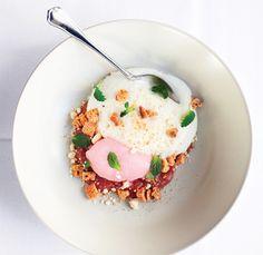 Rabarber med yoghurtkage og is - Euroman