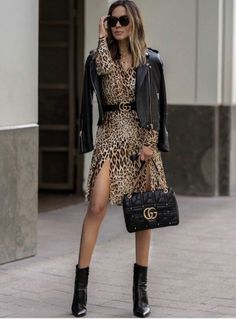 OOTN 🖤 From desk to dinner in a flash wearing some of my favorites from This leopard dress with black accessories is the best… Mode Outfits, Chic Outfits, Fashion Outfits, Womens Fashion, Vestidos Animal Print, Animal Print Dresses, Mode Chic, Mode Style, Style Blog