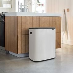 The Brabantia Bo Touch 60 litre recycling bin in a sparkling white colour combines beautiful design with large, practical recycling capacity. Recycling Bins For Home, Ocean Cleanup, Trash Bins, Diy Recycle, Recycled Materials, Storage Solutions, Cleaning Wipes, Touch, Interior