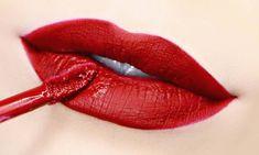 Rujul ne este alaturi cat e ziua de lunga, ne protejeaza buzele, le face mai frumoase si ne da mai multa incredere in fortele proprii. Departe de a fi doar un moft sau un capriciu al modei, este un produs versatil, care ne poate ajuta sa ne schimbam infatisarea in orice moment. Este un motiv […]