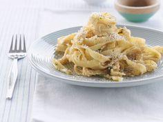 Pasta mit Pfeffer und Parmesan ist ein Rezept mit frischen Zutaten aus der Kategorie Nudeln. Probieren Sie dieses und weitere Rezepte von EAT SMARTER!
