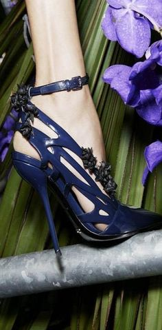 Dior - GOT FOOT FETISH? http://geisha-mania.blogspot.com/2014/03/foot-fetish-moi.html