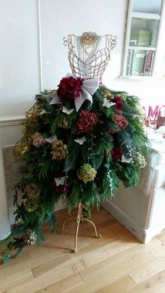 Super Christmas Tree Decorated With Flowers Dress Form 37 Ideas Mannequin Christmas Tree, Dress Form Christmas Tree, Christmas Tree Cards, Christmas Tree Themes, Christmas Tree Decorations, Christmas Holidays, Christmas Wreaths, Holiday Decor, Office Christmas