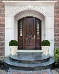 THIS LISTING IS FOR 1 ESTATE VERTICAL PLANTER (Cream white)  -Boxwood shrub ball not included.    This classic curved vertical planter is part of