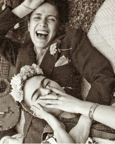 """Frida Kahlo and Chavela Vargas, Mexican musical legend. At age Vargas publicly declared on Colombian television that she was a lesbian. In she told the Spanish newspaper El País: """"Nobody taught me to be like this, I was born this way. Diego Rivera, Tina Modotti, Fridah Kahlo, Nickolas Muray, Wow Photo, Kahlo Paintings, Vintage Lesbian, Arte Indie, Frida Art"""