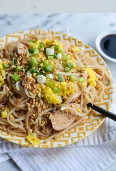BETTER-THAN-TAKEOUT PAD THAI. I made this recently with Buckwheat Noodles (soba) instead of pad Thai noodles because they taste great and are so healthy for you! Asian Recipes, New Recipes, Dinner Recipes, Cooking Recipes, Healthy Recipes, Ethnic Recipes, Favorite Recipes, Chinese Recipes, Yummy Recipes