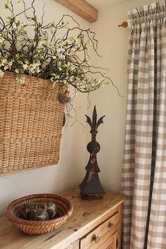 49 Ideas farmhouse dining room curtains home for 2019 Cottage Style, Farmhouse Style, Farmhouse Decor, Country Farmhouse, Cortinas Country, Cosy Living, Deco Nature, Baskets On Wall, Wall Basket