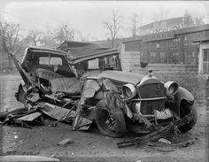 Aura's Images of the old Medic  (Образы Ауры старого Медика) Leslie Jones. Harvest car accidents (Урожай автомобильных аварий).  Хрупкие, скелетные рамы ранних автомобилей, выглядели красиво и богато, но при аварии разваливались вдрызг вместе с пассажирами... http://udavich.blogspot.com/2016/08/leslie-jones.html