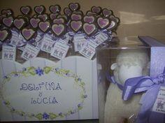 Chocolates de nacimiento para mellizas en tonalidades lilas y violeta.