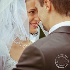 esküvői kreatív fotózás Diamond Earrings, Wedding Dresses, Fashion, Bride Dresses, Moda, Bridal Gowns, Fashion Styles, Weeding Dresses, Wedding Dressses