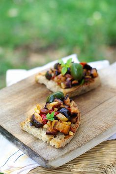 Bruschetta à la caponata siciliana, un vrai délice ! Yes it is Onorata! Simple, flavoursome and redolent of summer niblets pre BBQ or apero'!