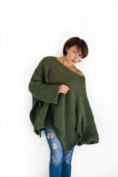 Poncho with sleeves knitted in alpaca wool.