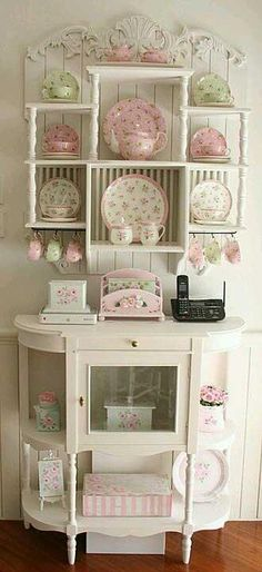 Shabby chic♥ Pink and green dishes and accessories., Shabby stylish♥ Pink and inexperienced dishes and equipment. Shabby stylish♥ Pink and inexperienced dishes and equipment. Shabby stylish♥ Pink a. Shabby Vintage, Cocina Shabby Chic, Muebles Shabby Chic, Shabby Chic Vintage, Style Shabby Chic, Shabby Chic Kitchen, Vintage Diy, Rustic Chic, Kitchen Country