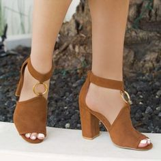 Qupid Women Shoes Chestnut Peep Toe Sandal How should the right shoe choice be? Thigh High Boots, Knee Boots, Fashion Boots, Sneakers Fashion, Beautiful Sandals, Sneakers Mode, Cute Shoes, Women's Shoes, Flats