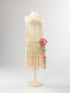 I don't always love 1920s clothing, but when I do, it's for dreamy, flowery lace dresses like these.