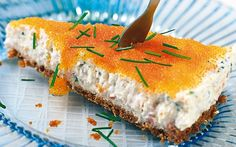 Salmon cake with fish roe - Laxtårta med löjrom Snack Recipes, Cooking Recipes, Snacks, Savory Cheesecake, Salmon Cakes, Sandwich Cake, Party Buffet, Swedish Recipes, Food For A Crowd