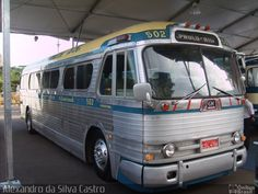 Ônibus da empresa Viação Cometa, carro 502, carroceria GMC PD-4104, chassi GMC Detroit Diesel. Foto na cidade de Rio de Janeiro-RJ por Alexandro da Silva Castro, publicada em 10/01/2013 09:30:15.