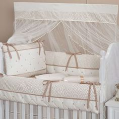 Kit Berço Chevron Palha | Grão de Gente Baby Duvet, Baby Bedding Sets, Crib Sets, Girl Bedroom Designs, Girls Bedroom, Baby Quilt Patterns, Baby Kit, Baby Quilts, Bassinet