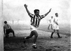 E' il 24 febbraio 1960 la Juventus batte il Padova 5-1, Omar Sivori realizza una tripletta che lancia i bianconeri verso l'undicesimo scudetto.