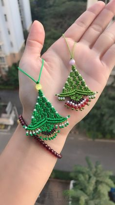 Best 12 Learn How to Use Bugle Beads with Two Jewelry Projects Macrame Owl, Macrame Knots, Macrame Patterns, Crochet Patterns, Macrame Jewelry Tutorial, Beaded Angels, Christmas Crafts, Christmas Ornaments, Christmas Tree