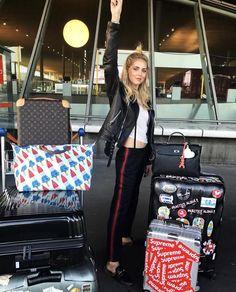#ChiaraFerragni #TheBlondeSaladNeverStops #LV #LouisVutton #Horizon50 #suitcase #superme #stickers
