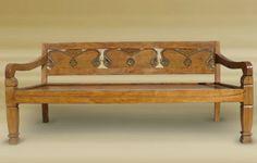 Banca profunda de madera antigua de teka tallada