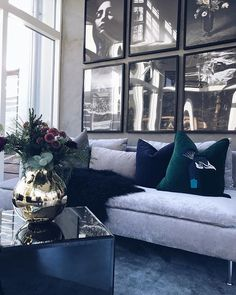 41 Totally Chic Living Room Wall Decor Ideas 41 Totally Chic Wohnzimmer W decor living room modern chic Luxury Living Room, Home Living Room, Chic Living Room, Wall Decor Living Room, Room Interior, Luxury Furniture, Apartment Living Room, House Interior, Home Interior Design