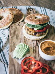 Vegetarian Zucchini White Bean Burgers loaded with texture and flavor offering a good source of nutrition without a lot of calories! Burger Mix, Bean Burger, Sandwiches, Legumes Recipe, Cooking With Coconut Oil, Almond Recipes, White Beans, Bagels, Vegetarian Recipes