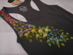 Camiseta, bordada a mão,com miçangas e lantejoulas /perolas tamanho GG/ composição: 92% poliamida e 8% elastano Shirt, hand embroidered with beads and sequins / pearls XL size / composition: 92% polyamide and 8% elastane