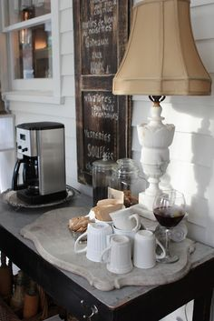 Love the marble base for the coffee bar!  Romancing the Home: Savvy City Farmer Delights Guests