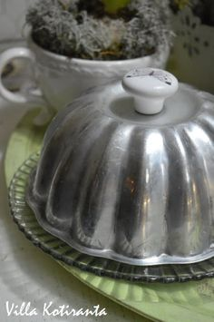 Pieni tarjoilukupu vanhasta kakkuvuoasta / A small cover for a dish from an old cake tin Cake Tins, Butter Dish, Jar, Dishes, Cover, Kitchen, Home Decor, Cooking, Decoration Home