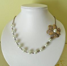 Pearl Necklace Wedding, White Pearl Necklace, Pearl White, Beaded Necklace, Bridal Jewelry, Jewelry Gifts, Fine Jewelry, Jewelry Ideas, Unique Flowers