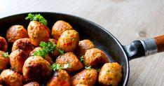 Broileripullat kätkevät sisäänsä reilusti mehevää porkkanaa. Pyörykät tehdään broilerin jauhelihasta, jonka joukkoon muut ainekset sekoitetaan. Pannulla paistamalla saat maukkaimman lopputuloksen. Testaa ohje! Koti, Chicken, Ethnic Recipes, Cubs