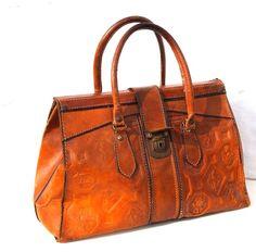 [KBartonRealtorR] @Kimberly Barton > Gorgeous! Vintage French handbag, $148 from dandeliondaydreamer