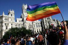 Madrid sale del armario: la bandera Gay ondeará desde la fachada del Ayuntamiento Mediterráneo Digital, 2015-06-21 http://www.mediterraneodigital.com/portada/nacional/edicion-comunidad-madrid/comunidad-de-madrid-1/madrid-sale-del-armario-la-bandera-gay-ondeara-desde-la-fachada-del-ayuntamiento.html