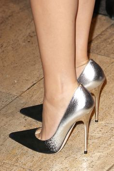 Jimmy Choo anouk pumps in black/silver on the feet of Kylie Minogue