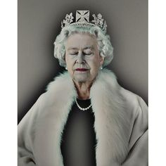 Lightness of Being (Blue), by Chris Levine. Widely known as the image that put British light artist Chris Levine on the map, Lightness of Being Queen Art, Saatchi Gallery, Cecil Beaton, Isabel Ii, Damien Hirst, Annie Leibovitz, Elisabeth, Best Portraits, National Portrait Gallery