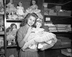 Sophia Loren doll shopping, 1953.
