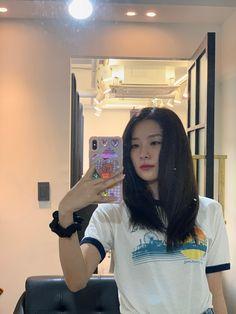 Red Velvet Seulgi, Red Velvet Irene, Kpop Fashion Outfits, Edgy Outfits, Birthday Tarpaulin Design, Seulgi Instagram, Type Of Girlfriend, Girl Pictures, Kpop Girls