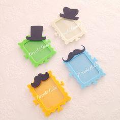 ♥ ♥ Felt frame magnet - hat, mustache