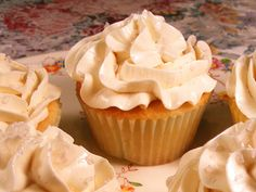 Golden Glow Cupcakes