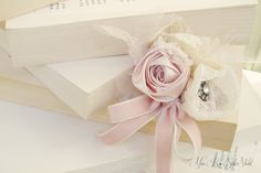 Miss Rose Sister Violet: Soft and dreamy... and delicious calligraphy...