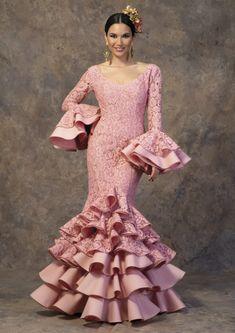 Ethnic Fashion, Hijab Fashion, Fashion Art, Spanish Dress Flamenco, Flamenco Costume, Fashion Show Dresses, Dinner Gowns, Spanish Fashion, Hot Outfits