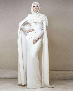 How to Wear a Silk Hijab in Style Muslim Wedding Dresses, Muslim Dress, Hijab Dress, Hijab Outfit, Lovely Dresses, Modest Dresses, Modest Outfits, Modest Fashion, Moslem Fashion