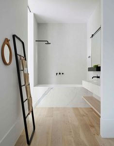 Beautiful bathroom design and decoration ideas: Ready to start creating your own bathroom design? Make a welcoming atmosphere with these simple bathroom design tips. Check the webpage for more. Simple Bathroom, Modern Bathroom Design, Bathroom Interior Design, Budget Bathroom, Bath Design, Bathroom Ideas, Bathroom Designs, Bathroom Black, Bathroom Tubs