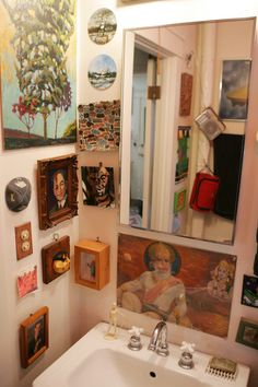 Hanging art salon-style can be a dramatic -- and brave -- way to decorate a wall. Room Inspiration, Interior Inspiration, Shabby Chic Farmhouse, Interior Decorating, Interior Design, Salon Style, Eclectic Style, Interior And Exterior, House Design