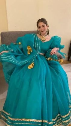Pakistani Dresses Casual, Indian Gowns Dresses, Indian Fashion Dresses, Dress Indian Style, Pakistani Dress Design, Indian Designer Outfits, Girls Fashion Clothes, Stylish Dress Designs, Designs For Dresses