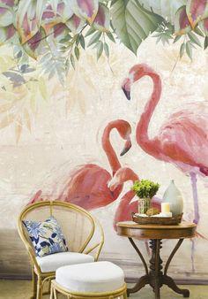 mobilier en rotin pour une déco au goût d'exotisme, papier peint mural à motifs géants flamant rose