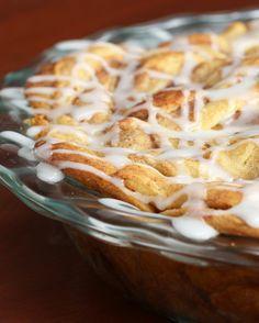 rollos de canela y tarta de manzana